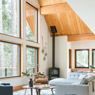 Immagine di un soggiorno stile rurale con stufa a legna, sala formale e pareti bianche