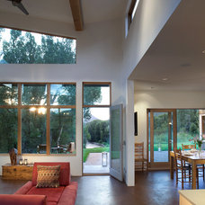 Modern Living Room by ROWLAND BROUGHTON ARCHITECTURE & URBAN DESIGN