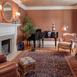 Foto de salón con rincón musical cerrado, asiático, de tamaño medio, sin televisor, con paredes marrones, suelo de madera en tonos medios, chimenea tradicional y marco de chimenea de baldosas y/o azulejos