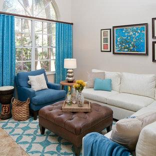 Esempio di un soggiorno bohémian di medie dimensioni e aperto con nessun camino, nessuna TV, pavimento beige, sala formale, pareti grigie e pavimento in travertino