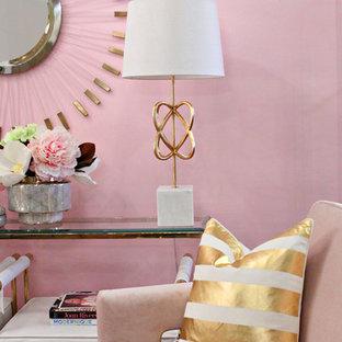 Aménagement d'un salon éclectique de taille moyenne et fermé avec une salle de réception, un mur rose, moquette, aucune cheminée, aucun téléviseur et un sol multicolore.