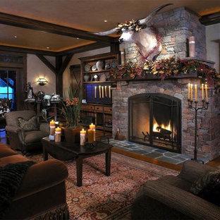 Idée de décoration pour un salon sud-ouest américain avec une cheminée standard et un manteau de cheminée en pierre.