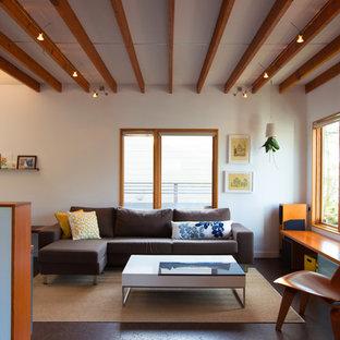 Foto di un piccolo soggiorno minimalista stile loft con pareti bianche e pavimento in sughero