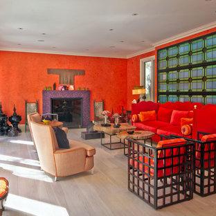 ロサンゼルスの大きいエクレクティックスタイルのおしゃれな独立型リビング (フォーマル、オレンジの壁、淡色無垢フローリング、標準型暖炉、タイルの暖炉まわり、茶色い床) の写真