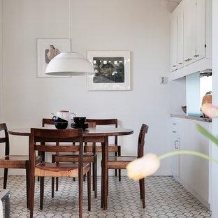 Idéer för att renovera ett nordiskt kök med matplats, med vita väggar och vitt golv