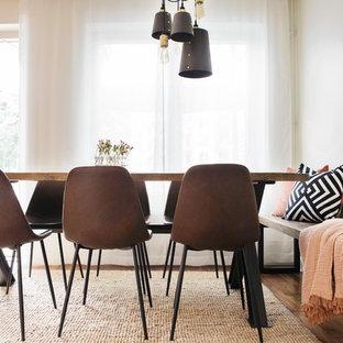 Imagen de comedor exótico, de tamaño medio, abierto, sin chimenea, con paredes blancas, suelo de madera en tonos medios, marco de chimenea de hormigón y suelo beige