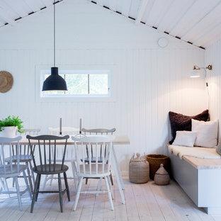 Bild på en stor nordisk separat matplats, med vita väggar och målat trägolv