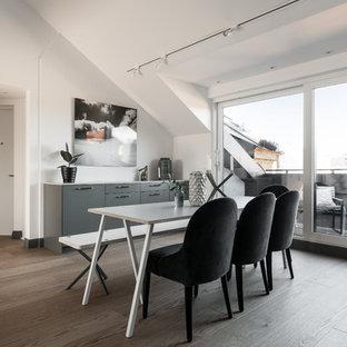 Inredning av en skandinavisk matplats, med vita väggar och brunt golv