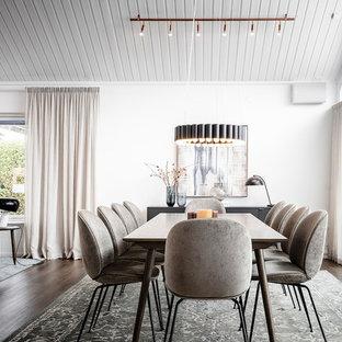 Inspiration för en nordisk matplats, med vita väggar, mörkt trägolv och brunt golv