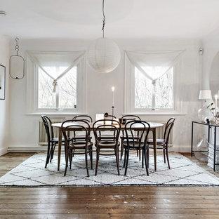 Inspiration för mellanstora skandinaviska separata matplatser, med vita väggar, mellanmörkt trägolv och brunt golv