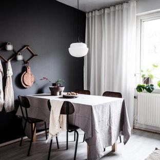 Idéer för en skandinavisk matplats, med svarta väggar och grått golv