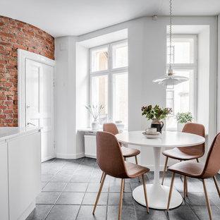 Idéer för ett mellanstort minimalistiskt kök med matplats, med vita väggar och grått golv
