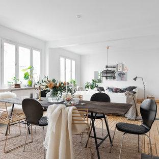 Idéer för att renovera en mellanstor skandinavisk matplats, med vita väggar och ljust trägolv