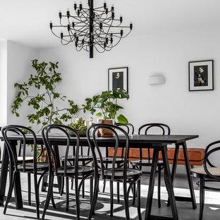 Foto på en mellanstor nordisk matplats med öppen planlösning, med vita väggar, betonggolv och grått golv