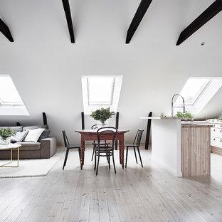 Exempel på en stor nordisk matplats, med vita väggar och grått golv