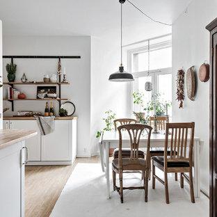 Exempel på ett mellanstort nordiskt kök med matplats, med vita väggar, ljust trägolv och beiget golv