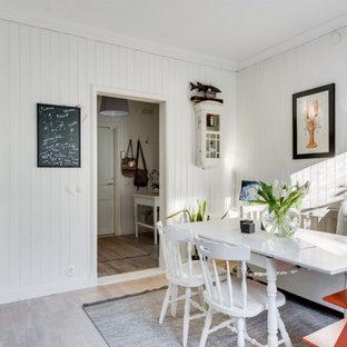 Idéer för att renovera ett lantligt kök med matplats, med vita väggar