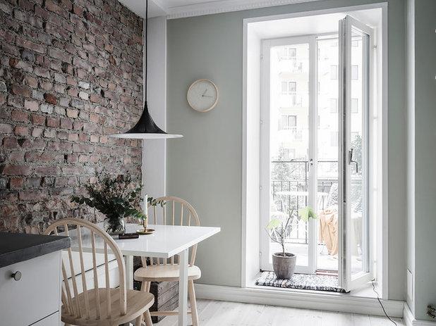 Scandinavian Dining Room by Entrance Fastighetsmäkleri