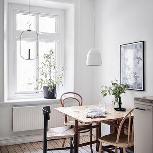 Inredning av en minimalistisk matplats, med vita väggar och brunt golv