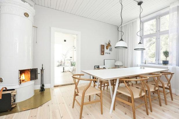 Skandinavisch Esszimmer by Fastighetsbyrån