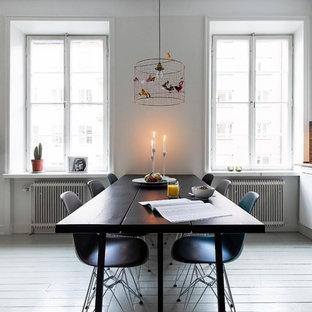 Idées déco pour une salle à manger ouverte sur la cuisine scandinave de taille moyenne avec un mur blanc, aucune cheminée et un sol en bois peint.
