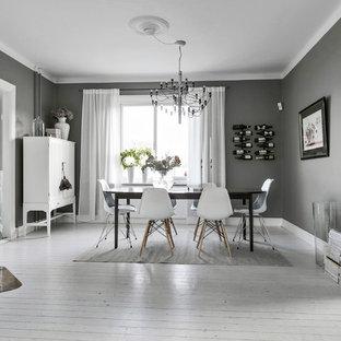 Inspiration för en mellanstor nordisk separat matplats, med grå väggar, målat trägolv, vitt golv och en öppen hörnspis
