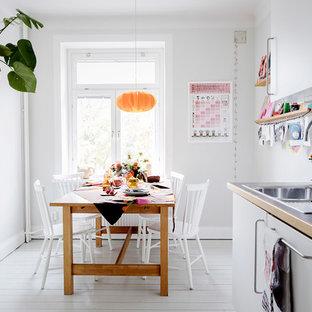 Exempel på ett mellanstort minimalistiskt kök med matplats, med vita väggar och vitt golv