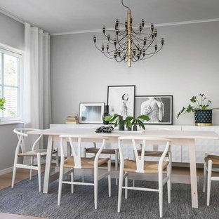 Inspiration för nordiska matplatser, med grå väggar, mellanmörkt trägolv och brunt golv