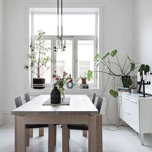 Idéer för mellanstora skandinaviska separata matplatser, med vita väggar, målat trägolv och vitt golv