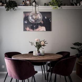 Bild på en liten skandinavisk separat matplats, med grå väggar och grått golv
