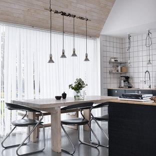 Idéer för ett industriellt kök med matplats, med vita väggar, betonggolv och grått golv