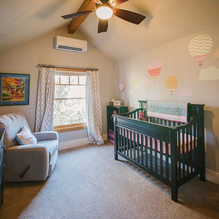 Immagine di una cameretta per neonati stile americano