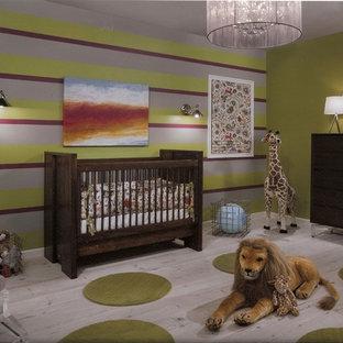 Diseño de habitación de bebé contemporánea grande