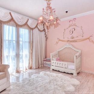 На фото: большая комната для малыша в средиземноморском стиле с