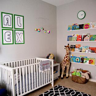 Diseño de habitación de bebé niño minimalista, de tamaño medio, con paredes grises y moqueta