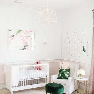 Foto de habitación de bebé niña clásica renovada con paredes blancas, moqueta y suelo beige