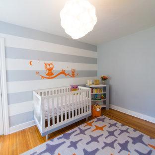 Modelo de habitación de bebé niño actual con paredes grises
