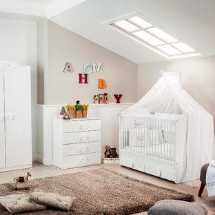 Aménagement d'une chambre de bébé moderne.