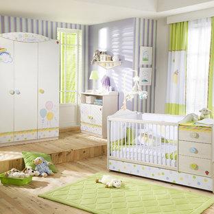 Réalisation d'une chambre de bébé minimaliste.