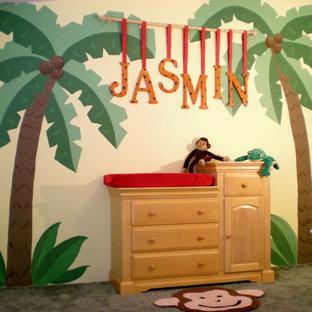 Imagen de habitación de bebé tropical grande