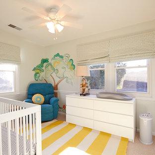 Idee per una cameretta per neonata stile marino con pareti verdi