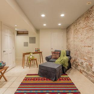 Cette image montre une grand chambre de bébé neutre urbaine avec un mur blanc, un sol en carrelage de céramique et un sol beige.