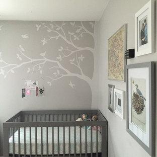 Ejemplo de habitación de bebé actual pequeña