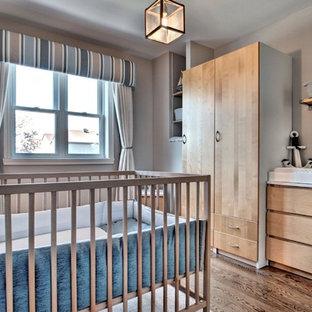 Ejemplo de habitación de bebé niño costera pequeña