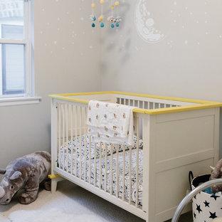 デトロイトのおしゃれな赤ちゃん部屋 (ベージュの壁、カーペット敷き、ベージュの床) の写真