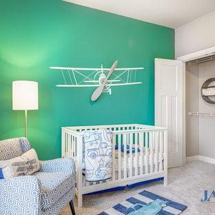 Réalisation d'une chambre de bébé garçon craftsman de taille moyenne avec un mur bleu et moquette.