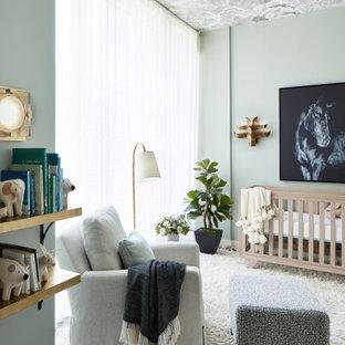Imagen de habitación de bebé neutra tradicional renovada con paredes grises, suelo de madera oscura, suelo marrón y papel pintado