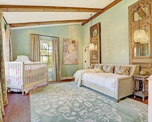 Chambre de b b de luxe avec un mur vert photos am nagement et id es d co de chambres de b b for Chambre luxe bebe