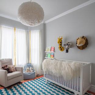 Ejemplo de habitación de bebé neutra tradicional renovada con paredes grises y suelo azul
