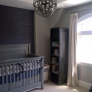 Exemple d'une chambre de bébé industrielle.